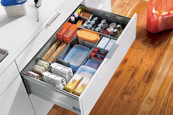 Перегородки в кухонном ящике – идеальный порядок гарантирован