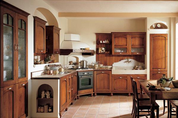 Деревянная кухня с угловой вытяжкой