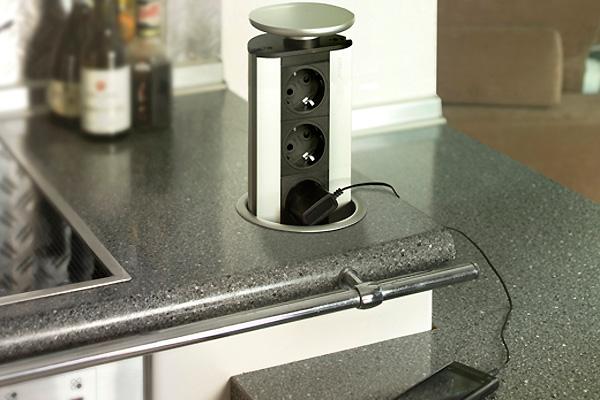 Встраиваемый выдвижной блок розеток для кухни