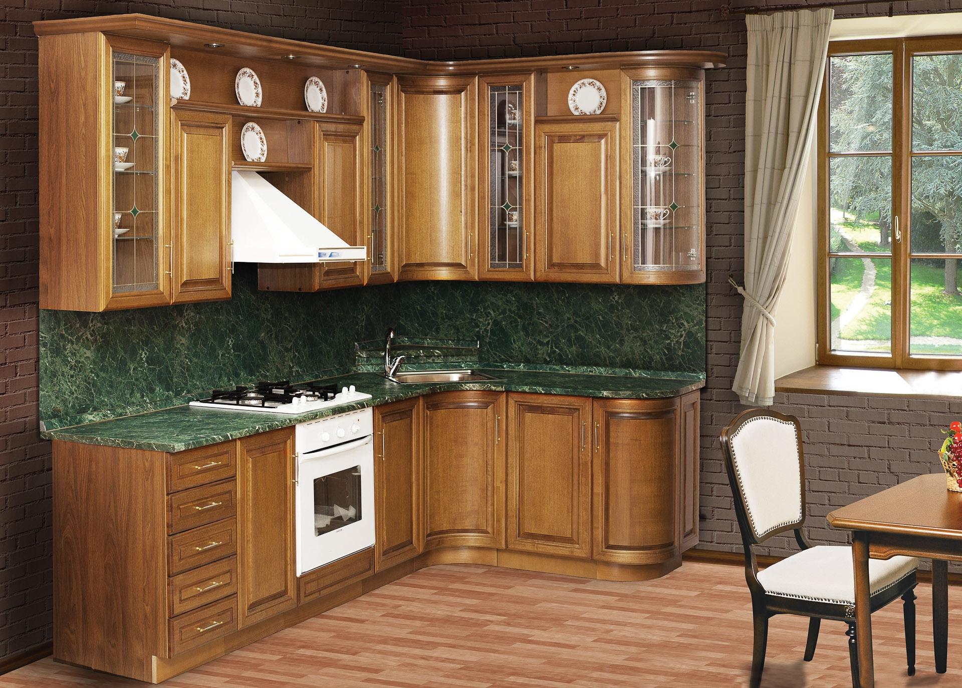 Фасад кухни, облицованный строганым шпоном ясеня, покрыт лаком.