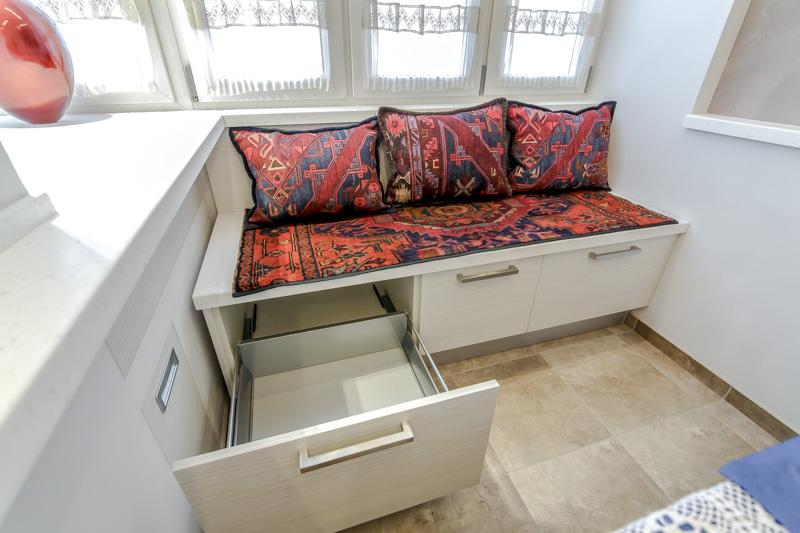 Диван-скамья с ящиками