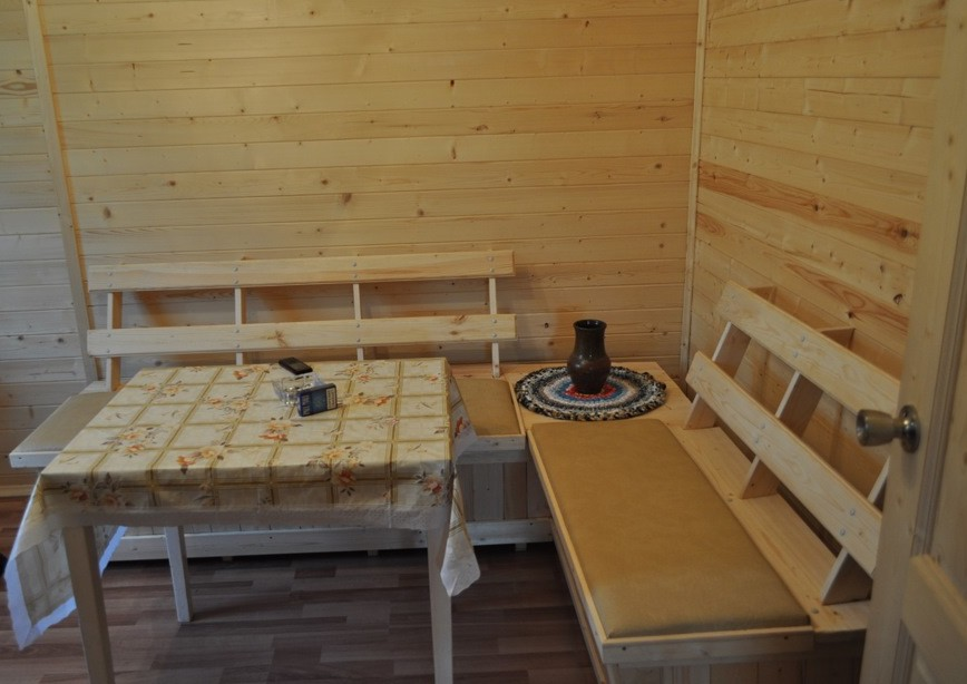 Кухонный гарнитур из натуральной древесины